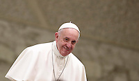 Papa Francesco arriva all'udienza generale del mercoledi' in aula Paolo VI in Vaticano, 4 gennaio 2017.<br /> Pope Francis arrives to lead  his weekly general audience in Paul VI Hall at the Vatican,on January 4, 2017.<br /> UPDATE IMAGES PRESS/Isabella Bonotto<br /> <br /> STRICTLY ONLY FOR EDITORIAL USE