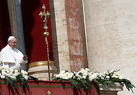 Papa Francesco pronuncia il messaggio 'Urbi et Orbi' dalla Loggia centrale della Basilica di San Pietro, in occasione della Pasqua, Citta' del Vaticano, 27 marzo 2016.<br /> Pope Francis delivers the 'Urbi et Orbi' message from the central balcony of St. Peter's Basilica on the occasion of the Easter Sunday, at the Vatican, 27 March 2016.<br /> UPDATE IMAGES PRESS/Isabella Bonotto<br /> <br /> STRICTLY ONLY FOR EDITORIAL USE<br /> <br /> *** ITALY AND GERMANY OUT ***