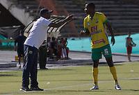 NEIVA - COLOMBIA -13 -07-2016: Oswaldo Duran (Izq.) técnico de Atletico Huila da instrucciones a Nelson Lemus (Der.), durante partido entre Atletico Huila y Cortulua, por la fecha 3 de la Liga Aguila II 2016 en el estadio Guillermo Plazas Alcid de Neiva. / Oswaldo Duran (L), coach of Atletico Huila, gives instructions to Nelson Lemus (R), during a match between Atletico Huila and Cortulua, for the date 3 of the Liga Aguila II 2016 at the Guillermo Plazas Alcid Stadium in Neiva city. Photo: VizzorImage  / Sergio Reyes / Cont.