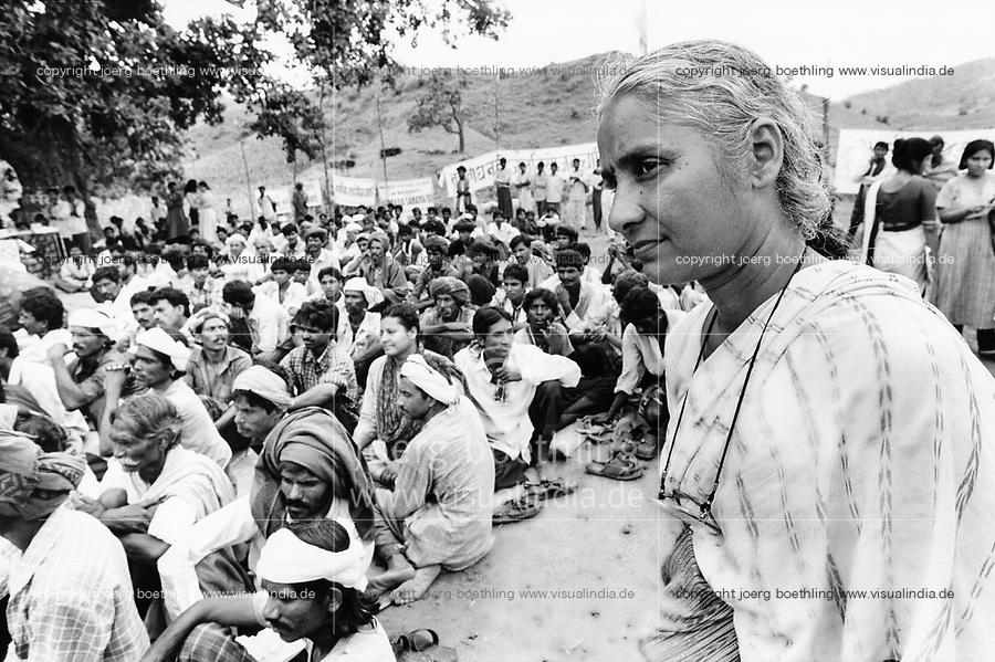 India, Narmada River, Narmada dams and protest movement of NBA Narmada Bachao Andolan, movement to save the Narmada river, and affected Adivasi in their villages, tribal village Domkhedi, rally in September 2000, Medha Patkar