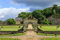 France,  Indre-et-Loire (37), Chançay, jardins du château de Valmer, entrée par le portail
