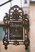 Europe/France/Languedoc-Roussillon/30/Gard/Uzès: Enseigne artisan en sculpture et dorure rue Paul Foussat