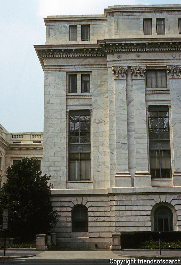 Washington D.C. : Dept. of Agriculture on Independence Ave.  Standard Classicism and very well done. Photo '91.