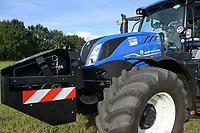 Germany, New Holland Tractor powered by BioMethan gas CNG / DEUTSCHLAND, Damnatz im Wendland, Hof und Biogasanlage von Horst Seide, neuer New Holland Traktor T6.180 mit Methanpower mit Gasmotor und Biomethan bzw. CNG Gas Antrieb im Test, vorne Zusatztank für CNG