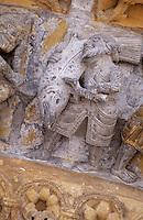Europe/France/Aquitaine/64/Pyrénées-Atlantiques/Oloron-Sainte-Marie: Détail du portail roman de la cathédrale Sainte-Marie - Préparation d'un repas (le saumon)  saumon don la pêche est pratiquée dans les gaves