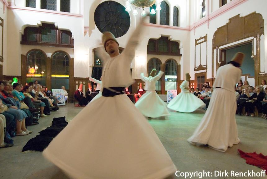 Türkei, Tanz der Derwische im Sirkeci-Bahnhof in Istanbul