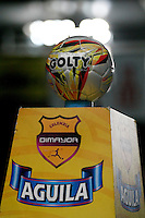 CALI -COLOMBIA-15-08-2016. Aspecto del Balón previo al encuentro entre América de Cali y Bogotá FC de la fecha 7 vuelta del Torneo Águila 2016 jugado en el estadio Pascual Guerrero de la ciudad de Cali. / Aspect of the ball prior the match between America de Cali and Bogota FC for the date 7 second leg match of the Aguila Tournament 2016 played at Pascual Guerrero stadium in Cali. Photo: VizzorImage/ Christian Cadavid Soto / Cont