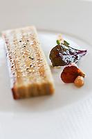 Europe/France/Pays de la Loire/44/Loire Atlantique/Nantes:   Opéra de foie gras de canard aux coings, glaçage jubilé - Recette de Jean-Yves Guého   du restaurant: L'Atlantide