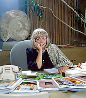 Paige Rense, editor in chief of Architectural Digest (1975-2010), founder of the cookery magazine Bon Appétit, and editor in chief of GEO, in her office in Los Angeles, 1982. Photo by John G. Zimmerman