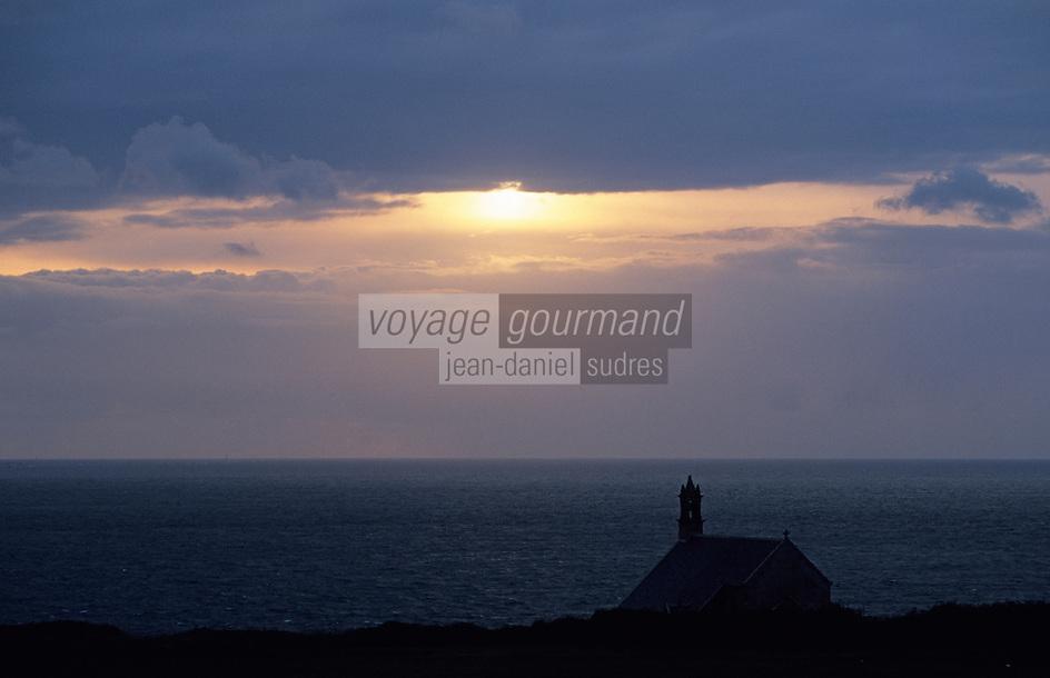 Europe/France/Bretagne/29/Finistère/Pointe du Van: La Chapelle Saint-They (XVème) dans la lumière du soir