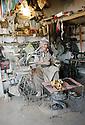 Irak 2000  Kala Diza: un cordonnier  Iraq 2000  A shoemaker in Kala Diza