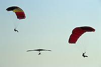 Europe/France/Aquitaine/33/Gironde/Bassin d'Arcachon: Parapente et deltaplane survolant la dune du Pilat