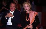 RENZO ARBORE CON MARIANGELA MELATO<br /> TEATRO SISTINA ROMA 2000
