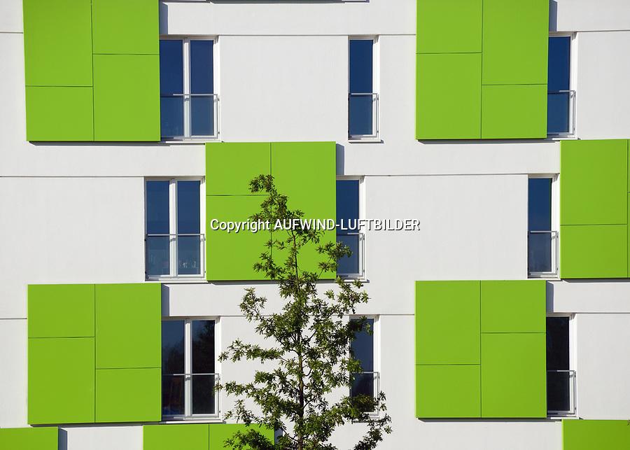 Gebaeudefassade vom smart ist gruen Plusenergiehaus: EUROPA, DEUTSCHLAND, HAMBURG, (EUROPE, GERMANY), 16.05.2014: Gebaeudefassade vom smart ist gruen Plusenergiehaus