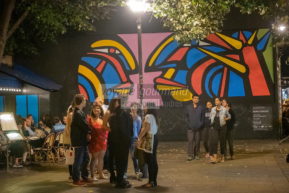 """Europe/Ile de France/France:/Paris /75011 : Le Mur Rue Oberkampf, L'artiste MONO GONZALEZ interviendra sur Le Mur Oberkampf le samedi 7 septembre à partir de 10h. Son œuvre recouvrira celle de HALFSTUDIO.<br /> Alejandro « Mono » González est un peintre muraliste, plasticien et scénographe né à Curicó au Chili en 1947. Il est formé à l'École Artistique et Expérimentale de Santiago  Plus tard, Mono a étudié la scénographie théâtrale aux Beaux-Arts de l'université du Chili. //  Europe / Ile de France / France: / Paris / 75011: Le Mur Rue Oberkampf, The artist MONO GONZALEZ will speak on Le Mur Oberkampf on Saturday September 7th from 10am. His work will overlap that of HALFSTUDIO.<br /> Alejandro """"Mono"""" González is a mural painter, plastic artist and scenographer born in Curicó, Chile in 1947. He was trained at the Artistic and Experimental School of Santiago. Later, Mono studied theatrical scenography at the Fine Arts of the university from Chile."""