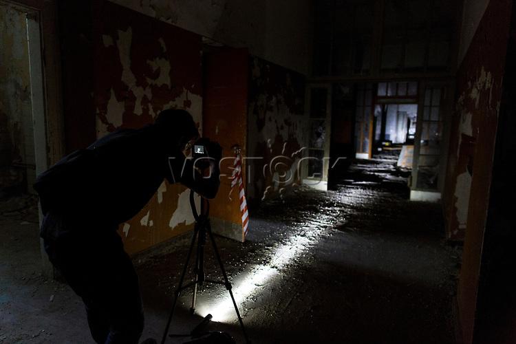 """Das ehemalige St. Josefsheim Waldniel-Hostert, Fuehrung durch das Heim mit der Kentschool Security Group, [das Josefsheim ist ein ehemaliges Franziskaner-Heim fuer Kinder mit Behinderung, nach 1937 war es die Kinderfachabteilung der Provinzial Heil- und Pflegeanstalt, in dieser Zeit wurden ca. 100 Kindern mit Behinderung durch die Nationalsozialisten ermordet, von 1963 bis 1991 britische Kent-School], heute leerstehende Ruine, [Treffpunkt fuer """"Geisterjaeger""""], Nacht, Nachtaufnahme, unheimlich, gruselig, lost place, lost places, moderne Ruine, innen, Fotograf, Photographen, Verfall, verfallen, Gedenkstaette, Euthanasie, Kindereuthanasie, Naziverbrechen, Verbrechen, Behinderung, Nationalsozialismus, Nazi-Zeit, Drittes Reich, Geschichte, Historie, Josefs-Heim, Europa, Deutschland, Nordrhein-Westfalen, Viersen, Schwalmtal, 08/2013<br /> <br /> Engl.: Europe, Germany, North Rhine-Westphalia, Viersen, Schwalmtal, former St. Josefsheim Waldniel-Hostert, guided tour through the home with the Kentschool Security Group, building, interior view, ruin, night, memorial site, euthanasia, mercy killing, crime, disability, National Socialism, Third Reich, history, the Josefsheim is a former home managed by Franciscan monks for disabled children, after 1937 the National Socialists killed approx. 100 disabled children there, from 1963 - 1991 British Kent-School, August 2013"""