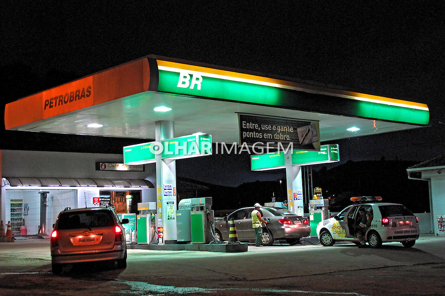 Posto de combustivel na Rodovia Tamoios. São Paulo. 2009. Foto de Juca Martins.