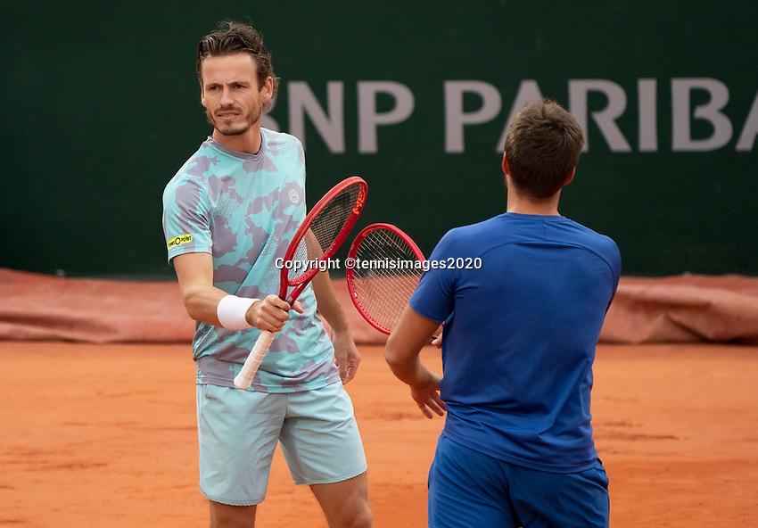 Paris, France, 06 /10/ 2020, Tennis, French Open, Roland Garros, Doubles quarter final : Wesley Koolhof (NED)  (L) and Nikola Mektic  (CRO)<br /> Photo: Susan Mullane/tennisimages.com