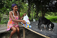 Barcarena, Pará, Brasil. <br /> Maria Salistiana, 69 anos mostra água leitosa das nascentes e seus problemas de saúde. <br /> Gancho: Repercurssão das comunidades que foram atingidas por dejetos da mineradora Hydro.  Local:  - Barcarena. Data: 08/03/2018. Foto: Mauro Ângelo Ângelo/ Diário do Pará.