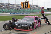 NASCAR XFINITY Series<br /> Kansas Lottery 300<br /> Kansas Speedway, Kansas City, KS USA<br /> Saturday 21 October 2017<br /> Matt Tifft, Surface/Fanatics Toyota Toyota Camry, makes a pit stop.<br /> World Copyright: John K Harrelson<br /> LAT Images
