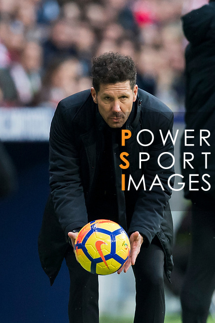 Coach Diego Simeone of Atletico de Madrid catches the ball during the La Liga 2017-18 match between Atletico de Madrid and Girona FC at Wanda Metropolitano on 20 January 2018 in Madrid, Spain. Photo by Diego Gonzalez / Power Sport Images
