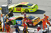 Monster Energy NASCAR Cup Series<br /> The Advance Auto Parts Clash<br /> Daytona International Speedway, Daytona Beach, FL USA<br /> Sunday 11 February 2018<br /> Kyle Busch, Joe Gibbs Racing, M&M's Toyota Camry pit stop<br /> World Copyright: Nigel Kinrade<br /> LAT Images