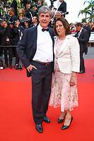 Bernard Menez et sa femme Angele sur le tapis rouge pour la projection du film MISE A MORT DU CERF SACRE lors du soixante-dixième (70ème) Festival du Film à Cannes, Palais des Festivals et des Congres, Cannes, Sud de la France, lundi 22 mai 2017. Philippe FARJON / VISUAL Press Agency