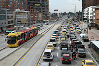 BOGOTA-COLOMBIA-18-02-2013 .Tráfico automovilístico por la Avenida Eldorado con carrera 30. Automobile traffic on Avenida Eldorado with race 30...( Photo / VizzorImage / Felipe Caicedo / Staff).