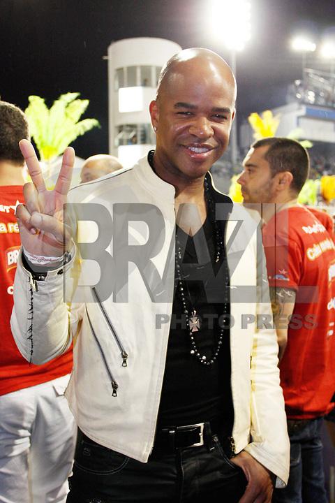 SÃO PAULO, SP, 04 MARÇO DE 2011 - CARNAVAL 2011 / CAMAROTE BRAHMA - O cantor norte-americano Chris Willis no camarote Brahma onde acompanhara os desfiles das escolas de samba do Grupo Especial de São Paulo, na noite desta sexta-feira (4), no Sambódromo do Anhembi, na região norte da capital paulista. (FOTO: AMAURI NEHN / NEWS FREE).