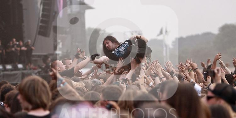 07.08.2010, Wacken Open Air 2010, Wacken, GER, 3.Tag beim 21.Heavy Metal Festival Fans beim Stagediving, Foto © nph / Kohring