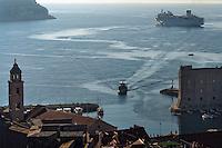KROATIEN, 04.2011, Dubrovnik. © Petar Kurschner/EST&OST<br /> Beiboot bringt Touristen vom Kreuzfahrtschiff zur Stadt. | Boat taking tourists from their cruising ship to the town.