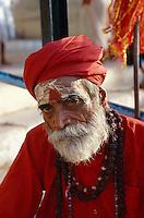 Saddhu (Wanderheiliger) am Dasswamedh Ghat des Ganges, Varanasi (Uttar Pradesh), Indien