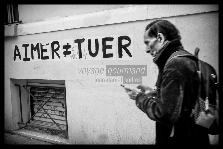 Europe/Ile de France/ 75011/Paris :  Graffiti  contre féminicide, rue des Bluets // Europe / Ile de France / 75011 / Paris: Graffiti against feminicide, rue des Bluets