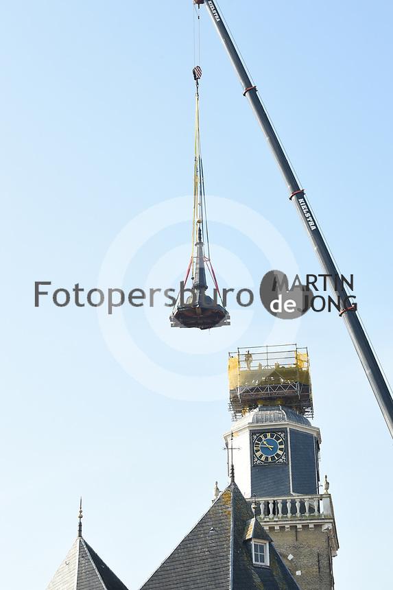 ALGEMEEN: JOURE: 15-09-2020, herplaatsing spits van de Jouster Toer , ©foto Martin de Jong