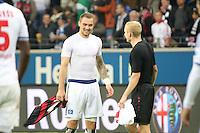 Sebastian Rode und Pierre-Michel Lasogga (HSV) tauschen das Trikot - Eintracht Frankfurt vs. Hamburger SV, Commerzbank Arena