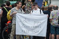"""Israelis demonstrieren in Berlin  gegen Gaza-Krieg.<br /> Mehrere hundert Menschen folgtem einem Aufruf von Israelis und Juden die in Berlin leben zu einer Demonstration gegen den Krieg Israels gegen im Gaza-Streifen. An der Demonstration nahmen auch Menschen aus arabischen Laendern und Deutschland teil. Gemeinsam riefen sie Parolen gegen Israel, Antisemitismus, Antiislamismus und forderten ein sofortiges Ende des Krieges.<br /> Im Bild: Demonstranten halten ein Transparent """"Juden gegen Zionismus. Freies Gaza"""".<br /> 30.7.2014, Berlin<br /> Copyright: Christian-Ditsch.de<br /> [Inhaltsveraendernde Manipulation des Fotos nur nach ausdruecklicher Genehmigung des Fotografen. Vereinbarungen ueber Abtretung von Persoenlichkeitsrechten/Model Release der abgebildeten Person/Personen liegen nicht vor. NO MODEL RELEASE! Don't publish without copyright Christian-Ditsch.de, Veroeffentlichung nur mit Fotografennennung, sowie gegen Honorar, MwSt. und Beleg. Konto: I N G - D i B a, IBAN DE58500105175400192269, BIC INGDDEFFXXX, Kontakt: post@christian-ditsch.de<br /> Urhebervermerk wird gemaess Paragraph 13 UHG verlangt.]"""