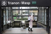 08.04.2020 - Combate ao coronavírus nas entradas do metrô em SP