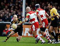 Photo: Richard Lane/Richard Lane Photography. Gloucester Rugby v London Wasps. Aviva Premiership. 26/12/2011. Wasps' Joe Simpson attacks.