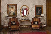 Europe/Turquie/Istanbul :  Yali résidence d'été en bois sur le Bosphore  de Salih Efendi, mèdecin du Sultan Mahmutt II- le Grand salon
