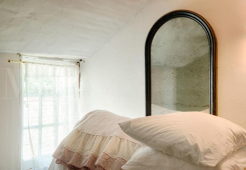 Bedding, window, mirror.