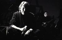Il cantautore Fabrizio De Andre' in concerto al teatro Brancaccio di Roma, 12 febbraio 1998, poco meno di un anno prima della scomparsa, avvenuta l'11 gennaio 1999.<br /> Italian singer-songwriter Fabrizio De Andre' performs on stage during a concert at Rome's Brancaccio theater, 12 February 1998. De Andre' died on 11 January 1999.<br /> UPDATE IMAGES PRESS/Riccardo De Luca