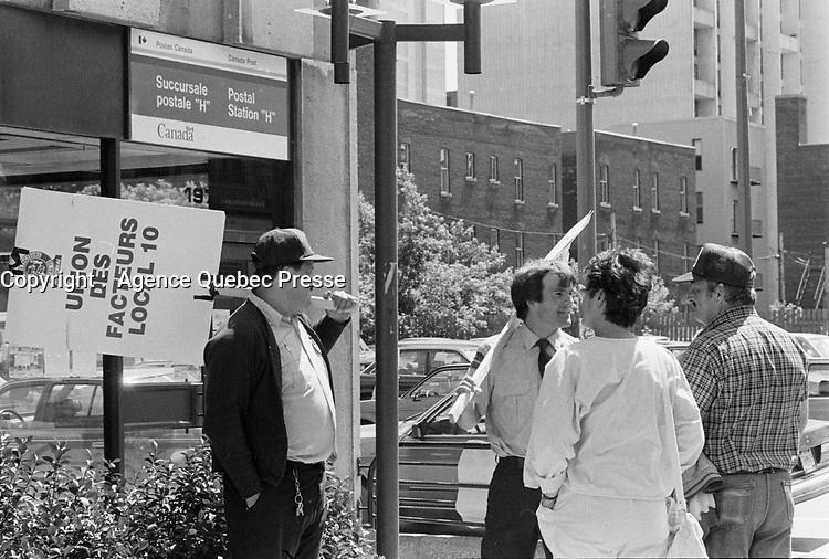 Greve des postes juin 1987<br /> <br /> JUne 17, 1987 File Photo- - Post Canada mailmen on strike<br /> <br /> <br /> Photo : Agence Quebec Presse