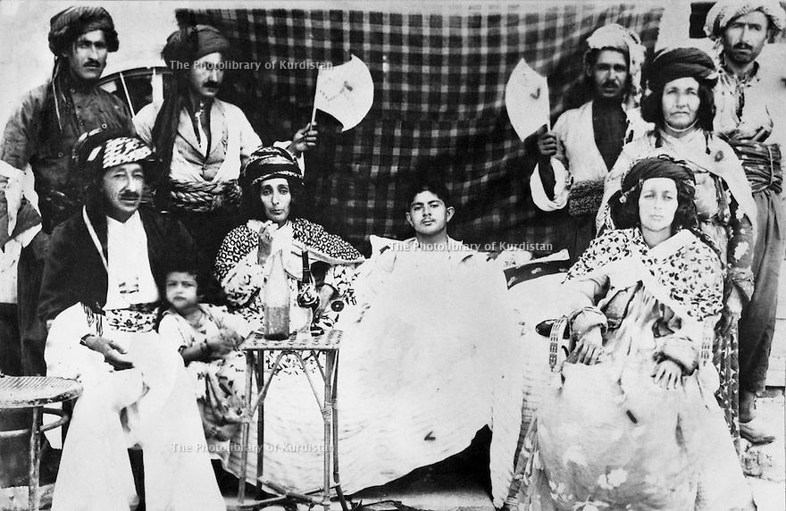 Iraq 1939  .Suleimania, family of Sheikh Mahmoud, seating right, Aicha Khan, wife of Sheikh Mahmoud, in the center, her son Sheikh Latif, next, Hafsa Khan and the little girl, Drakhshan  .Irak 1939  .Souleimania: membres de la famille de Sheikh Mahmoud