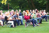Musiker Purple Schulz tritt im Waldschwimmbad Mörfelden auf und bekommt viel Applaus - Mörfelden-Walldorf 16.07.2021: Konzert Purple Schulz