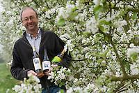 Europe/France/Bretagne/56/Morbihan/Theix:  Gérard le Pocréau dans ses vergers producteur de  cidre ,pommeau et Fine Bretagne-