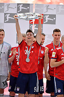 12.05.2018, Football 1. Bundesliga 2017/2018, 34.  match day, FC Bayern Muenchen - VfB Stuttgart, in Allianz-Arena Muenchen. winner ehrung Germanr Meister Bayern Muenchen:  Robert Lewandowski (FC Bayern Muenchen). *** Local Caption *** © pixathlon<br /> <br /> +++ NED + SUI out !!! +++<br /> Contact: +49-40-22 63 02 60 , info@pixathlon.de