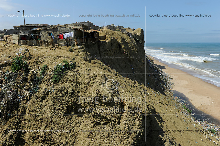 ANGOLA, Cuanza Sul, Sumbe town, slum on sand cliff at the atlantic ocean