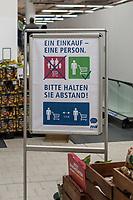 Auswirkungen der Corona-Krise.<br /> Im Bild: Ein Hinweisplakat ueber das erwuenschte Verhalten von Kunden in einem Supermarkt in Berlin.<br /> 3.4.2020, Berlin<br /> Copyright: Christian-Ditsch.de<br /> [NUR FUER REDAKTIONELLE ZWECKE! Werbung nur auf Anfrage beim Fotografen. Inhaltsveraendernde Manipulation des Fotos nur nach ausdruecklicher Genehmigung des Fotografen. Vereinbarungen ueber Abtretung von Persoenlichkeitsrechten/Model Release der abgebildeten Person/Personen liegen nicht vor. NO MODEL RELEASE! Don't publish without copyright Christian-Ditsch.de, Veroeffentlichung nur mit Fotografennennung, sowie gegen Honorar, MwSt. und Beleg. Konto: I N G - D i B a, IBAN DE58500105175400192269, BIC INGDDEFFXXX, Kontakt: post@christian-ditsch.de<br /> Bei der Bearbeitung der Dateiinformationen darf die Urheberkennzeichnung in den EXIF- und  IPTC-Daten nicht entfernt werden, diese sind in digitalen Medien nach §95c UrhG rechtlich geschuetzt. Der Urhebervermerk wird gemaess §13 UrhG verlangt.]