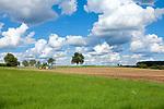 Europa, DEU, Deutschland, Baden-Wuerttemberg, Odenwald, Typische Landschaft, Hochflaeche, Agrarlandschaft, Wolkenstimmung, Cumuluswolken, Quellbewoelkung, Agrarlandschaft, Natur, Umwelt, Landschaft, Jahreszeiten, Stimmungen, Landschaftsfotografie, Landschaften, Landschaftsphoto, Landschaftsphotographie, Wetter, Himmel, Wolken, Wolkenkunde, Wetterbeobachtung, Wetterelemente, Wetterlage, Wetterkunde, Witterung, Witterungsbedingungen, Wettererscheinungen, Meteorologie, Bauernregeln, Wettervorhersage, Wolkenfotografie, Wetterphaenomene, Wolkenklassifikation, Wolkenbilder, Wolkenfoto, <br /> <br /> [Fuer die Nutzung gelten die jeweils gueltigen Allgemeinen Liefer-und Geschaeftsbedingungen. Nutzung nur gegen Verwendungsmeldung und Nachweis. Download der AGB unter http://www.image-box.com oder werden auf Anfrage zugesendet. Freigabe ist vorher erforderlich. Jede Nutzung des Fotos ist honorarpflichtig gemaess derzeit gueltiger MFM Liste - Kontakt, Uwe Schmid-Fotografie, Duisburg, Tel. (+49).2065.677997, ..archiv@image-box.com, www.image-box.com]
