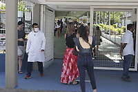 Campinas (SP), 30/01/2021 - Vacinacao Covid-19 -  O prefeito de Campinas, Dario Saadi (Republicanos), compareceu no local da campanha. Profissionais de saude: medicos, enfermeiros, tecnicos de enfermagem, auxiliares de enfermagem, cirurgioes dentistas, tecnicos de analises clinicas e motoristas de ambulancia, recebem a vacina contra a Covid-19 nesse sabado (30), no CAIC Sudoeste, na vila Uniao na cidade de Campinas, interior de Sao Paulo. Ate o momento, Campinas imunizou 18.998 pessoas contra a Covid-19. (Foto: Denny Cesare/Codigo 19/Codigo 19)